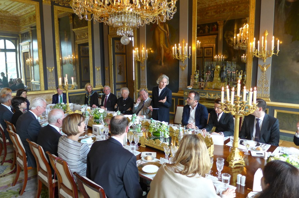 A la table de l'ambassadrice © GP