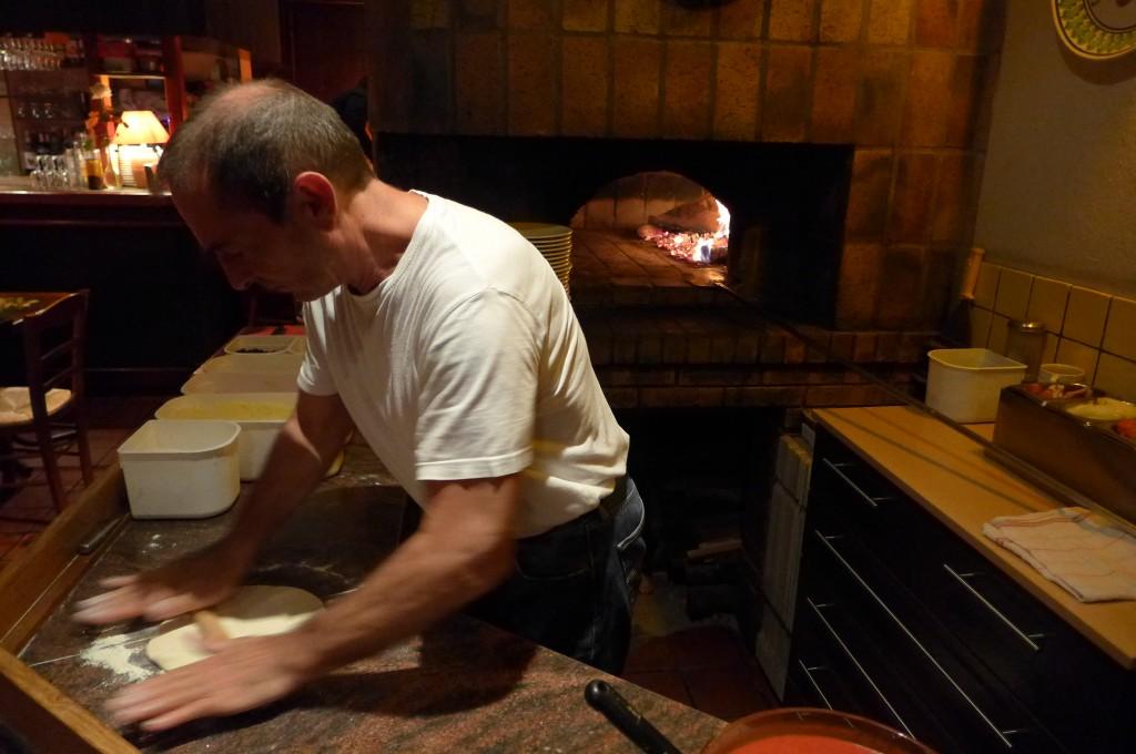 Le travail du pizzaiolo © GP