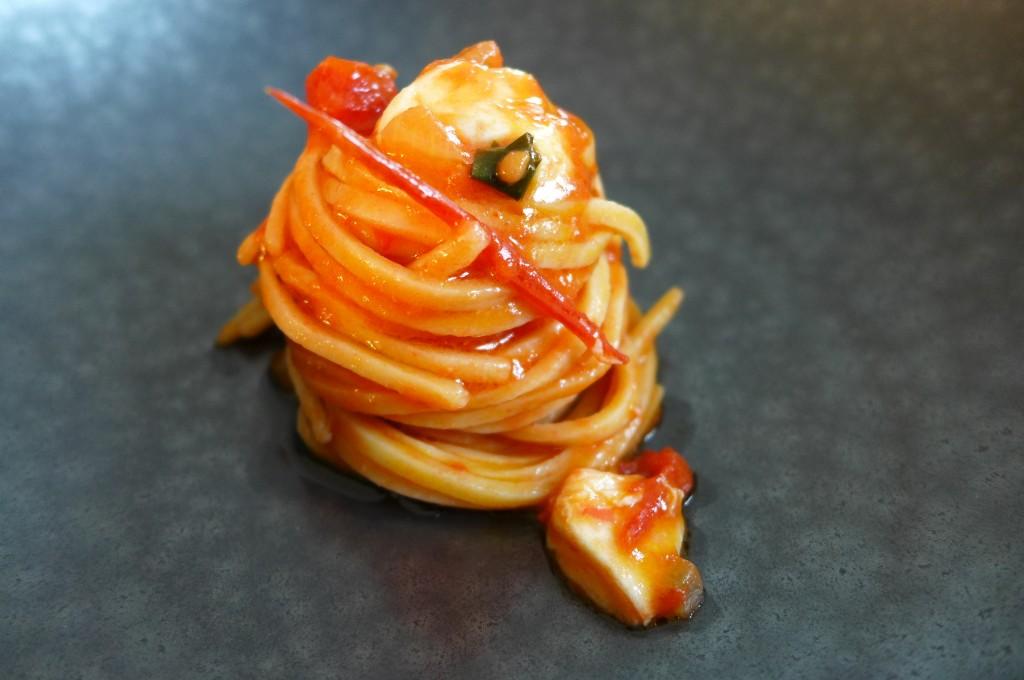 Spaghetti à la chitarra, mozzarella, tomate © GP
