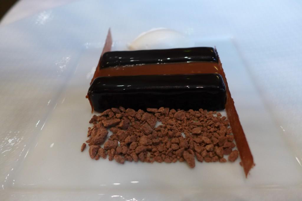 Chocolat noir légèrement glacé au caramel © GP