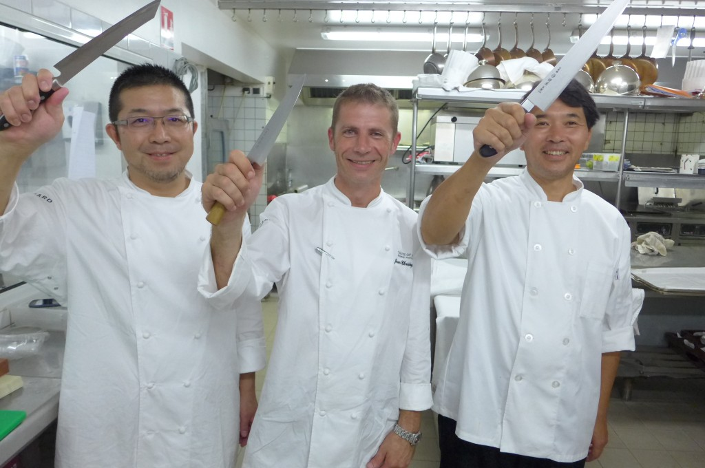 Hideaki Matsuo, JC Gille et le second de Hideaki © GP