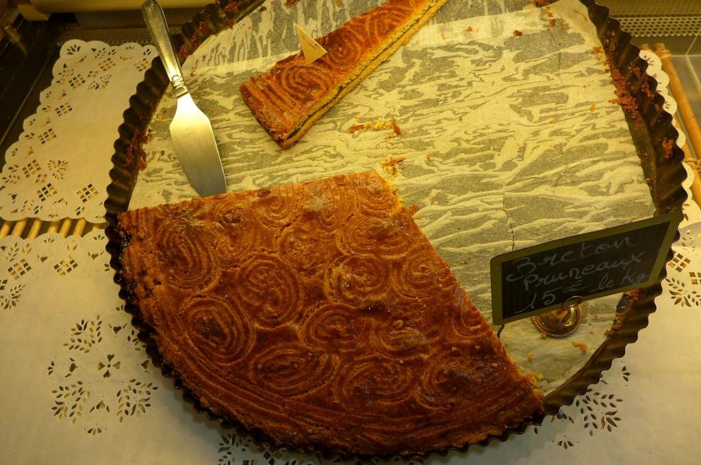 Gâteau breton aux pruneaux © GP