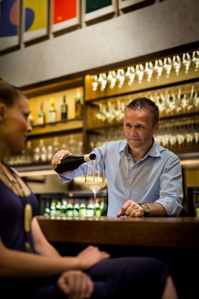 Aldo Sohm au bar © DR