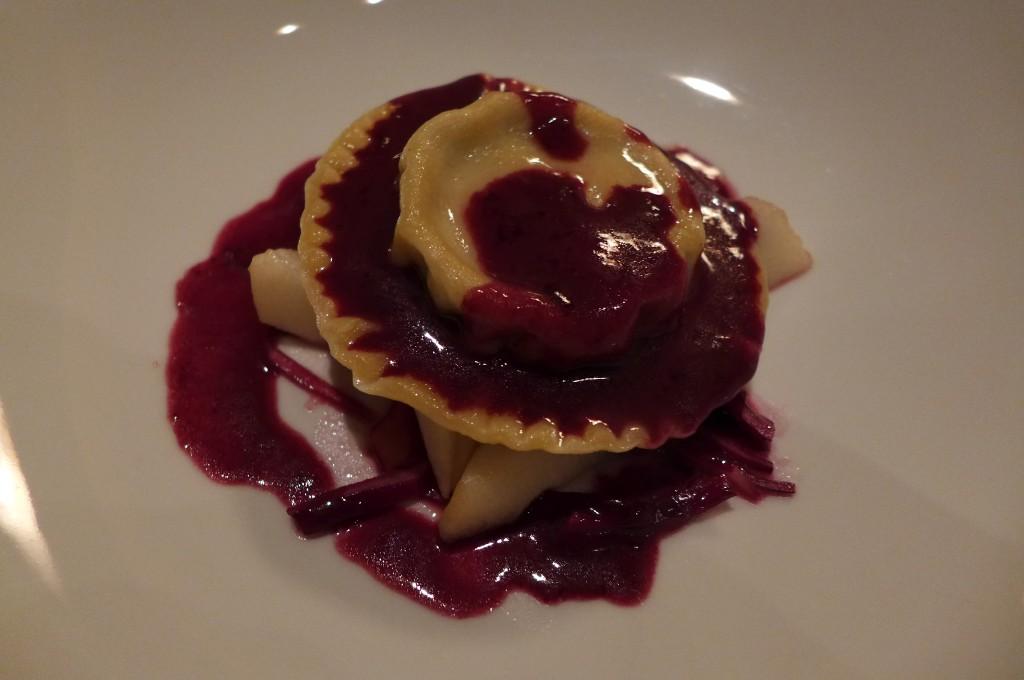 Ravioles de foie gras et velouté violine © GP