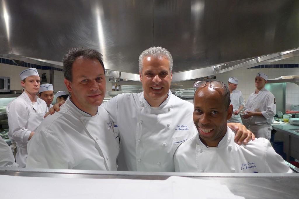Chris Muller, Eric Ripert et Eric Gestel en cuisine © GP