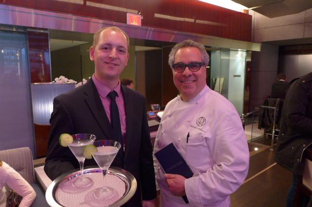 Le serveur, les cocktails et Michael Lomonaco © GP