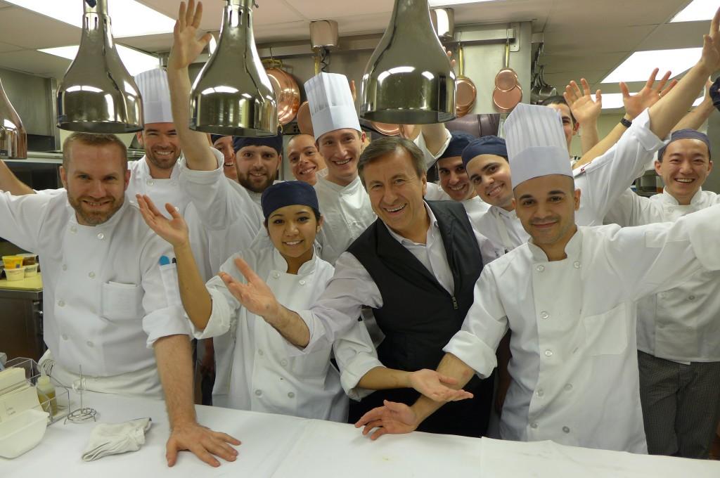 Daniel Boulud et l'équipe de cuisine © GP