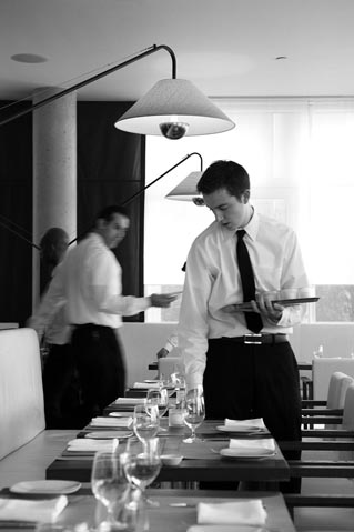 Le service © Maurice Rougemont