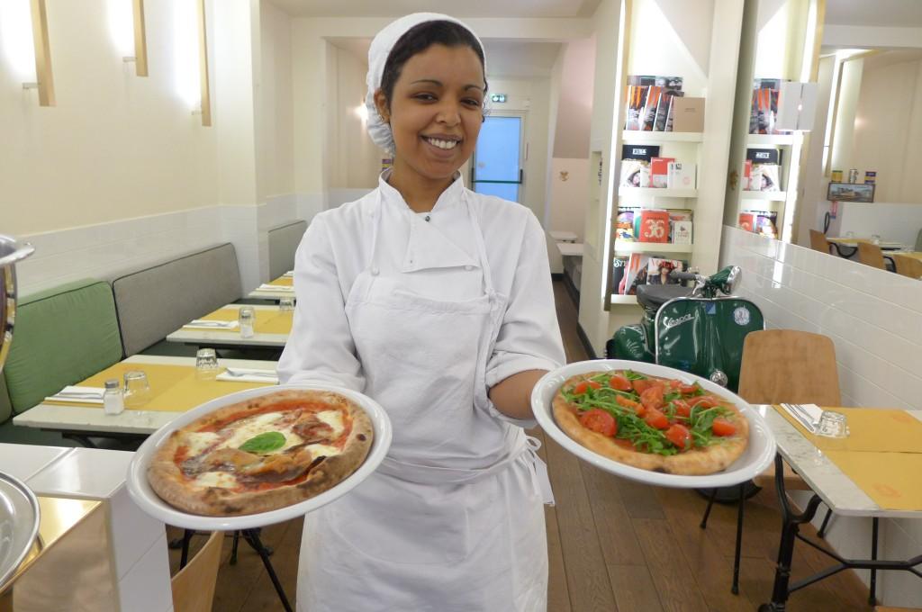 Les pizzas et la cuisinière © GP