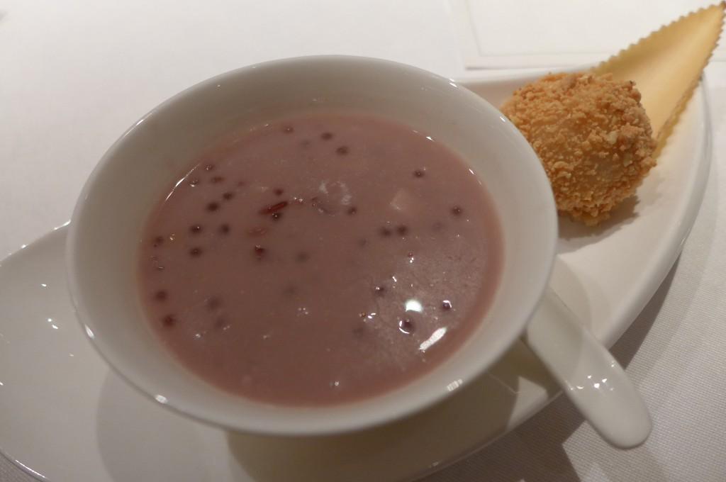 Lait de coco aux céréales et boule de riz gluant © GP
