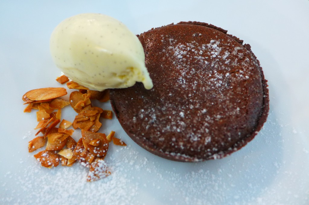 Tarte au chocolat et glace vanille © GP