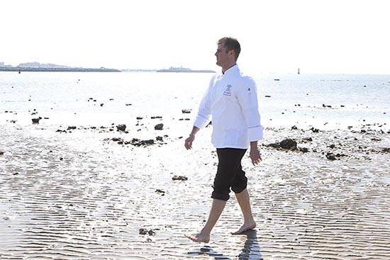 Christopher à la plage © Maurice Rougemont