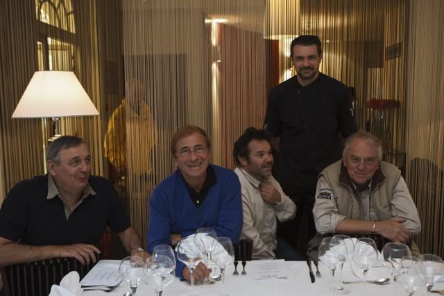 Stephane Polly debout avec de gauche a droite les chefs: Jacques Lameloise, Jean-Paul Lacombe, Michel Troisgros et Michel Rostang ©Maurice Rougemont