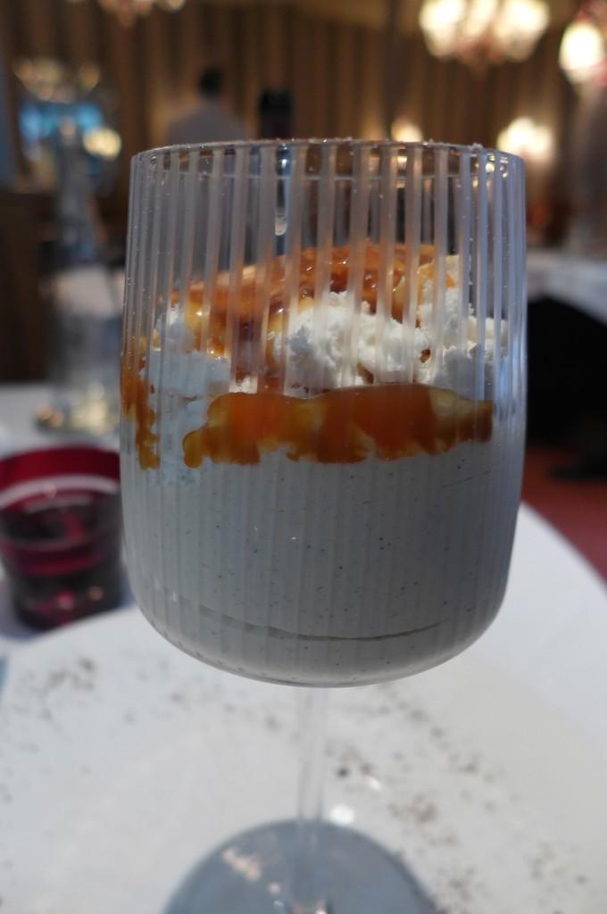 Glace vanille, meringue, nougatine © GP