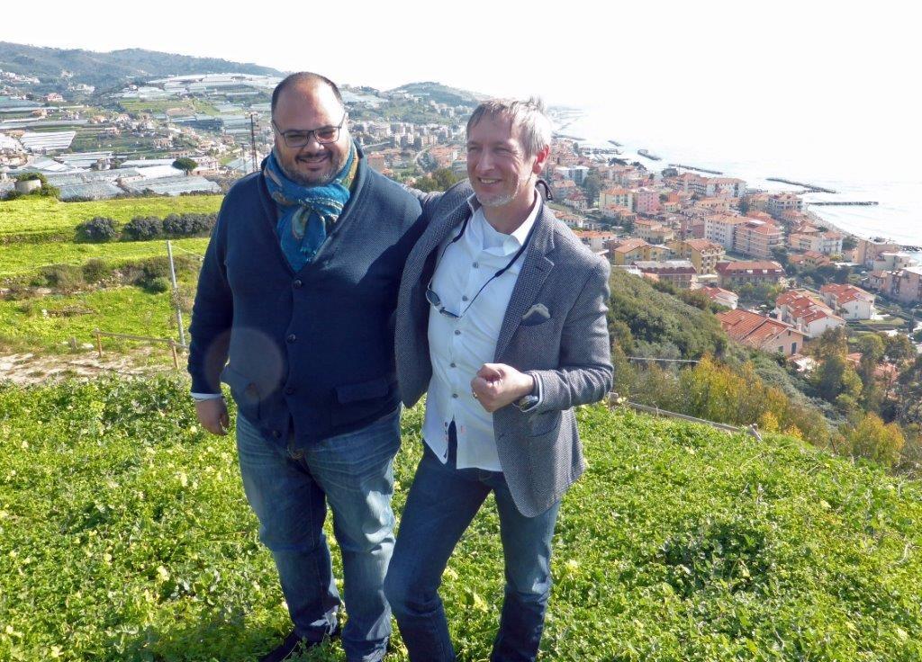 Paolo Sari à Riva Ligure avec le maire © AA