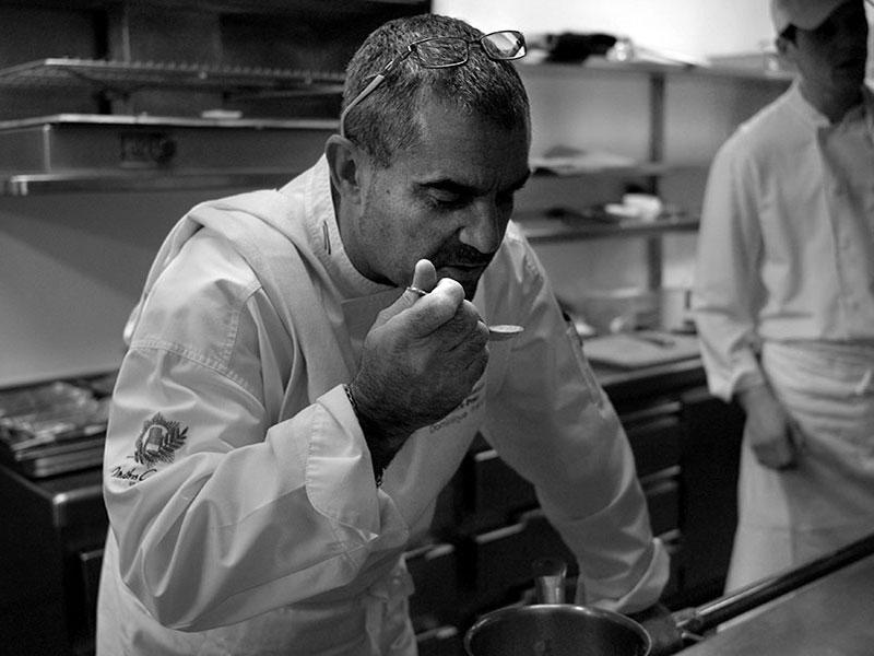Dominique Frérard en cuisine © DR