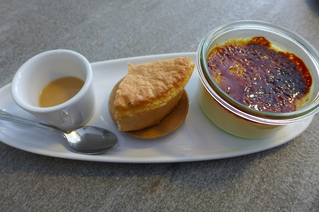 Café, gâteau de Savoie, crème brûlée © GP