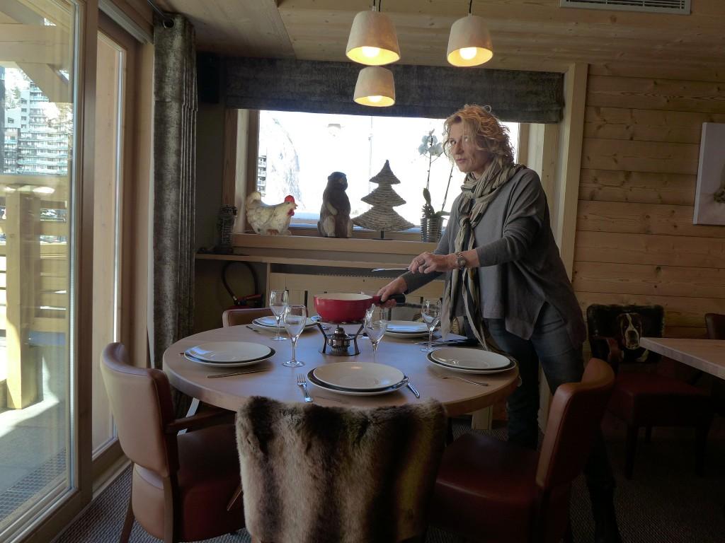 Sylvie Machet et le service de la fondue © GP