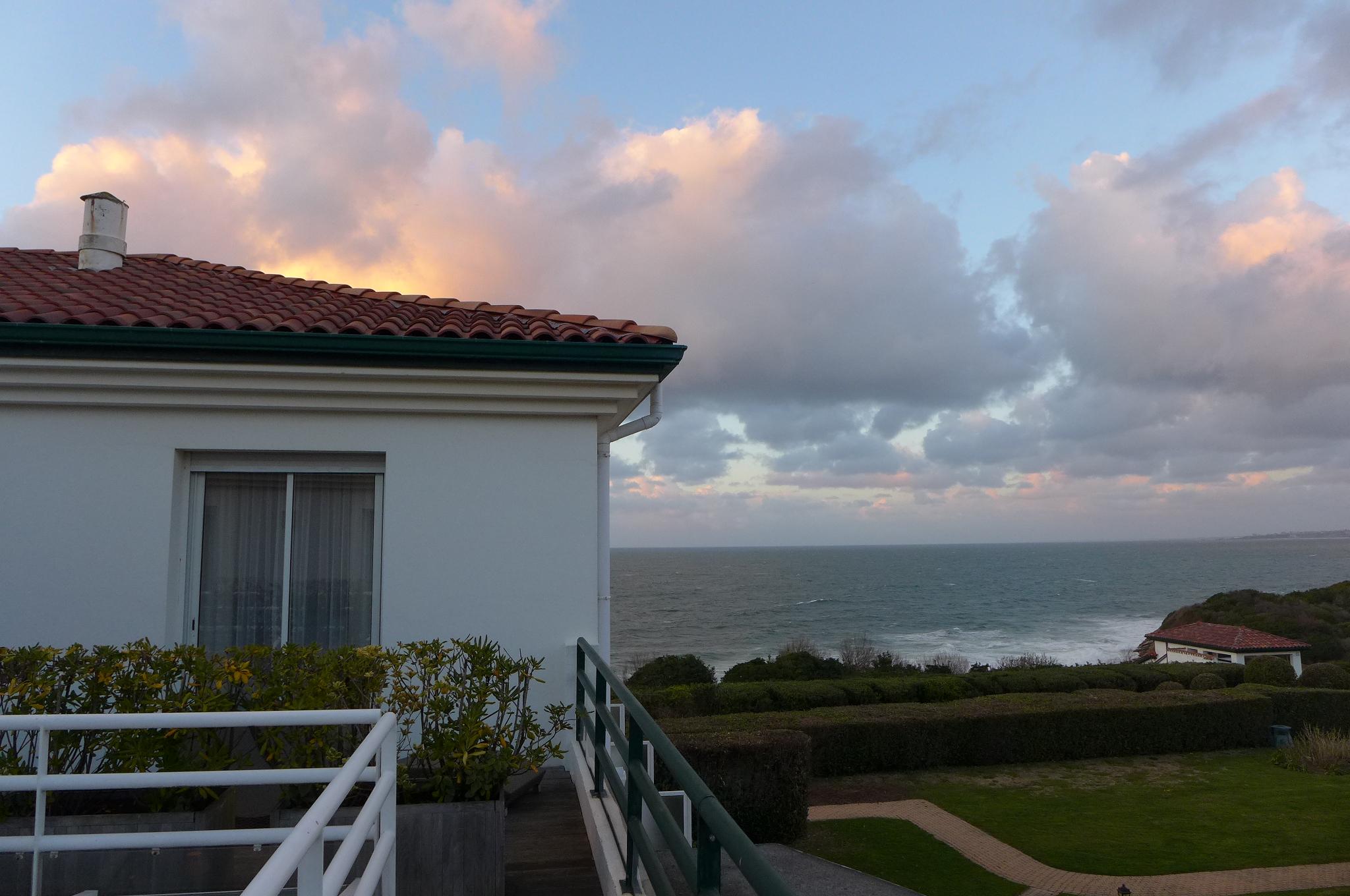 Vue sur la mer depuis une terrasse for Vue sur terrasse