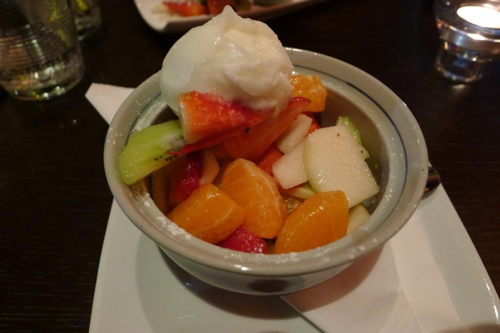 Salade de fruits et sorbet Yuzu ©JPE