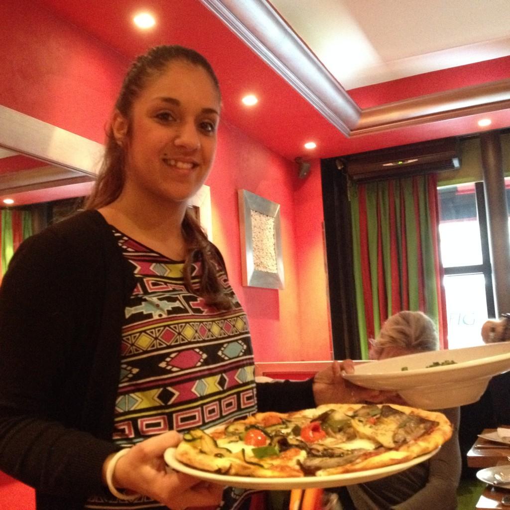 Service de la pizza aux légumes © GP