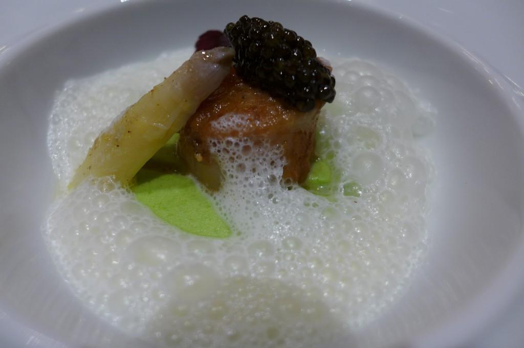 Germiny d'asperges, saint-jacques et caviar © GP