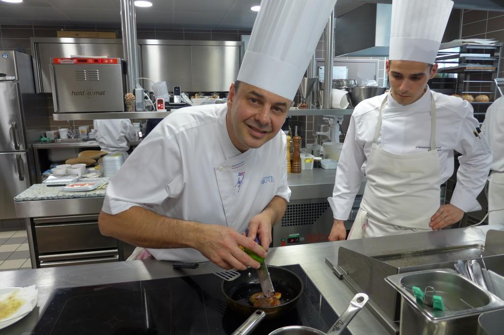 Christophe Roure en cuisine © GP