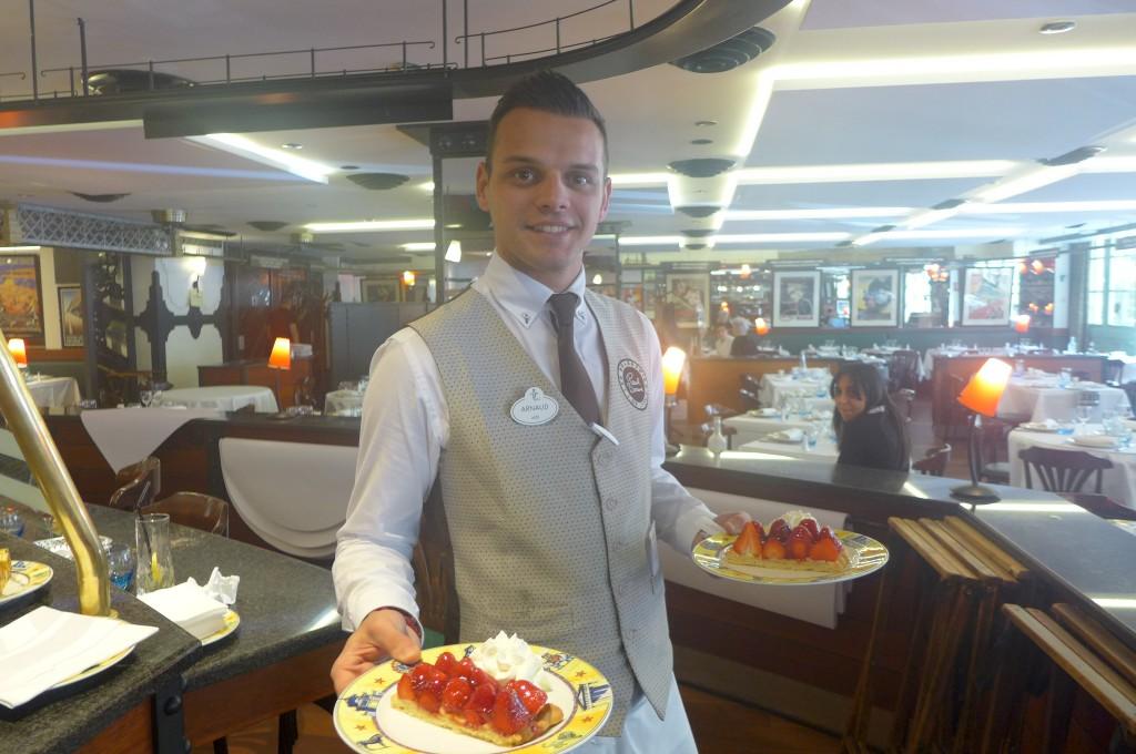 Le service de la tarte aux fraises © GP