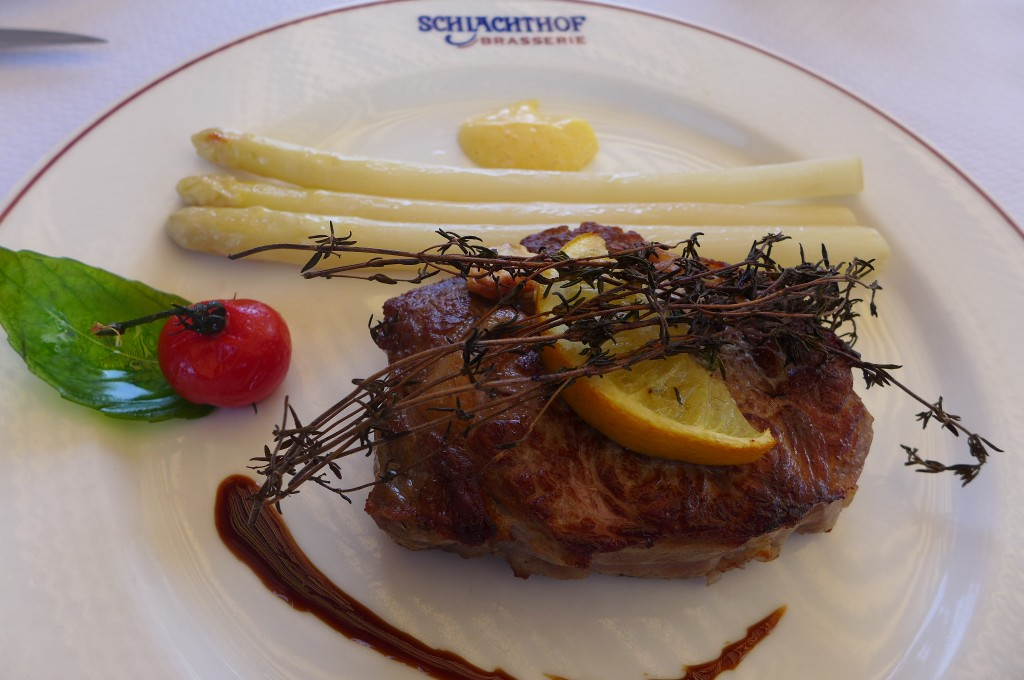 Entrecôte de veau aux asperges © GP