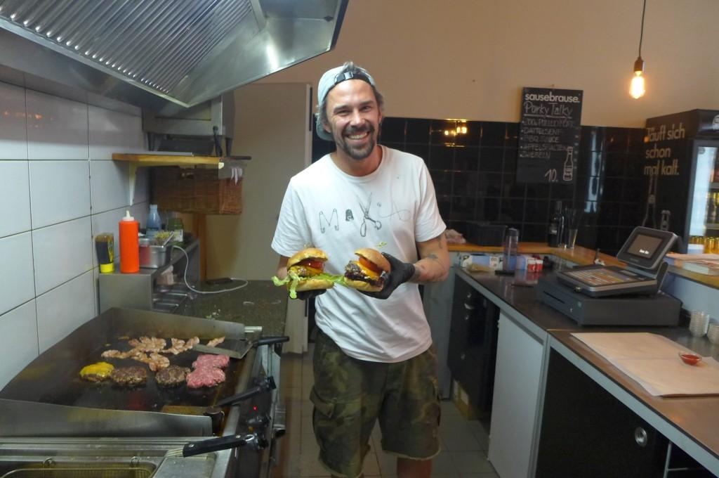 Le cuisinier et les burgers © GP