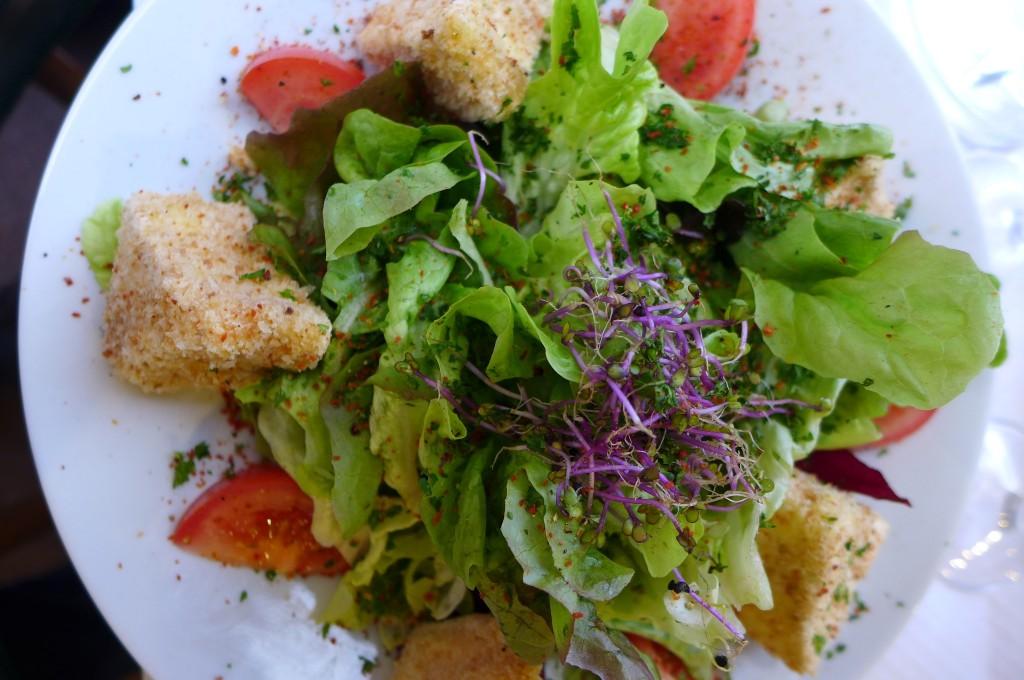Salade au camembert pané © GP