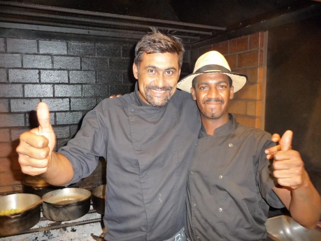 Le choka bleu restaurant la saline les bains l 39 closion - Cuisiner au feu de bois ...