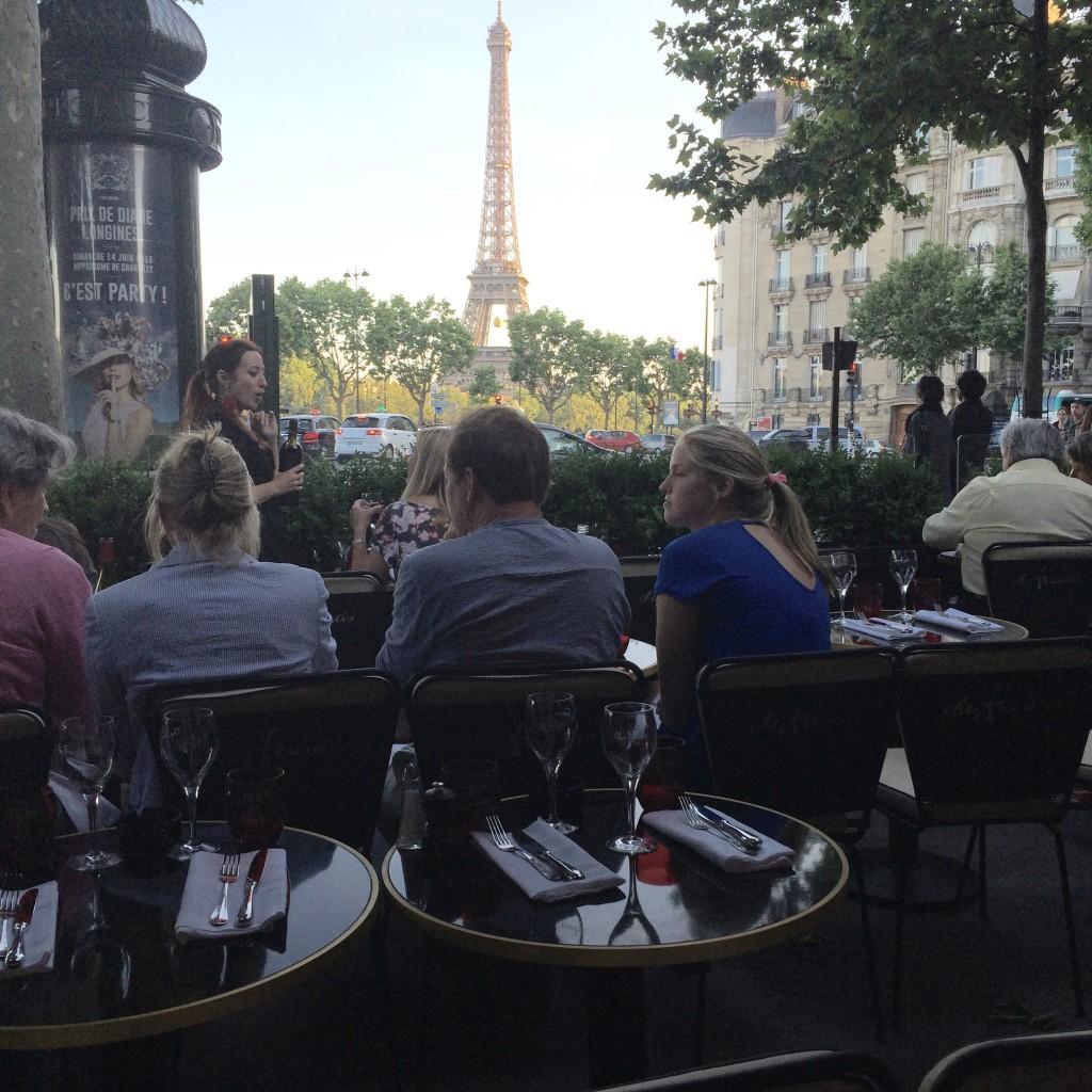 En terrasse face à la Tour Eiffel © GP