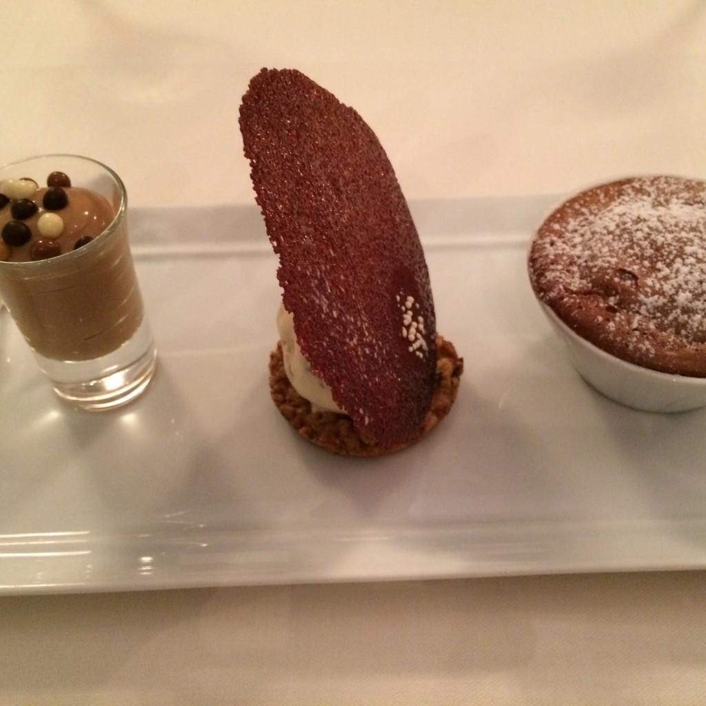 Soufflé au chocolat et glace tiramisu © GP