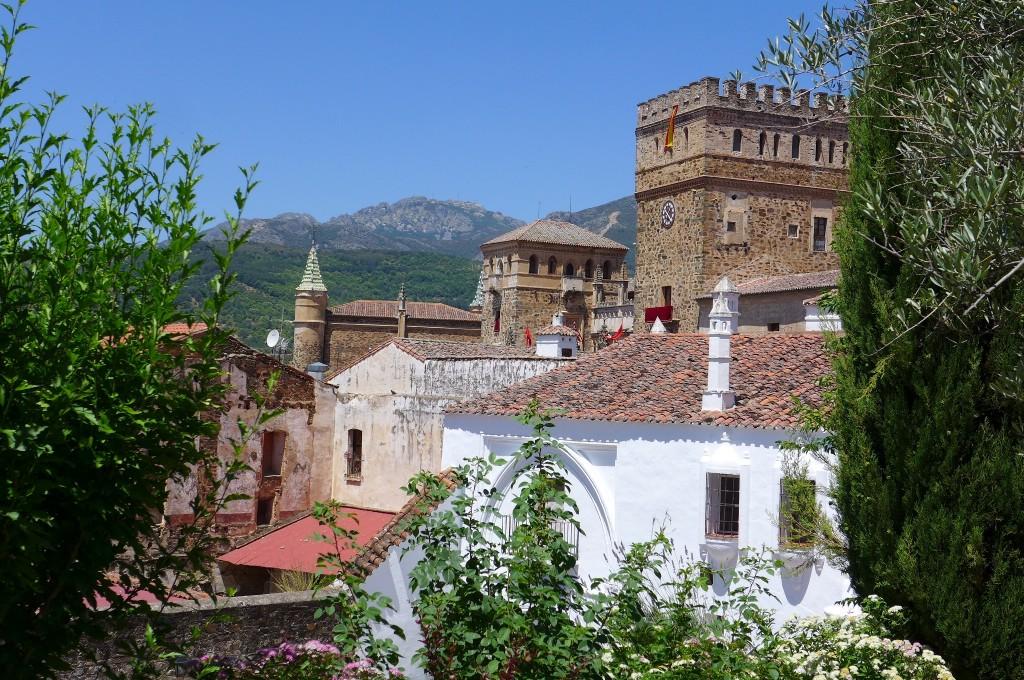 L'abbaye vue du jardin du parador © GP