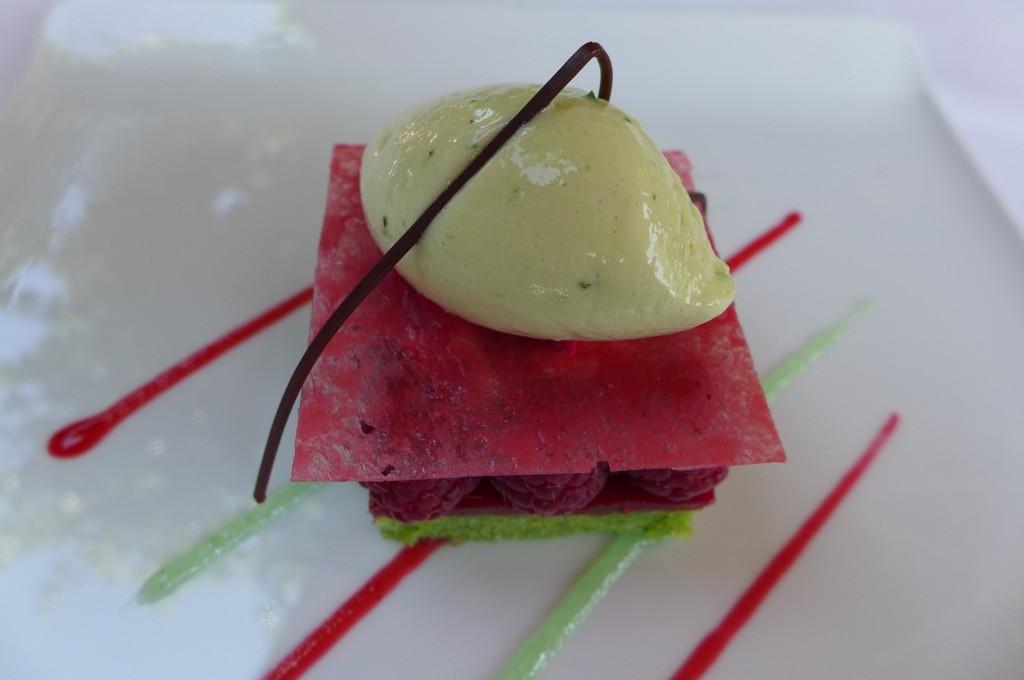 Framboises et biscuit pistaches © GP