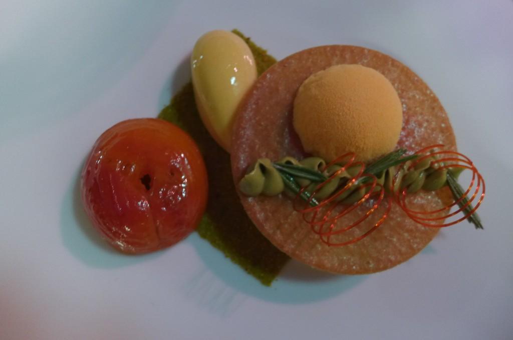 abricot rôti au miel de sapin plus soufflé glacé à la fleur d'oranger et crémeux pistache ©GP