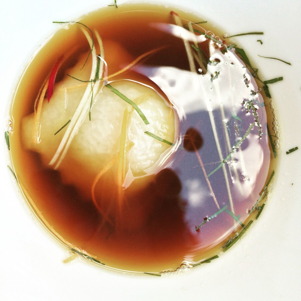 Consommé de langoustine en dim sum © GP