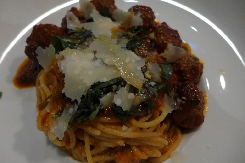 Spaghetti aux boulettes et tomate © GP