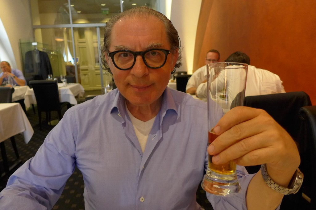 Max Teicher et la bière © GP