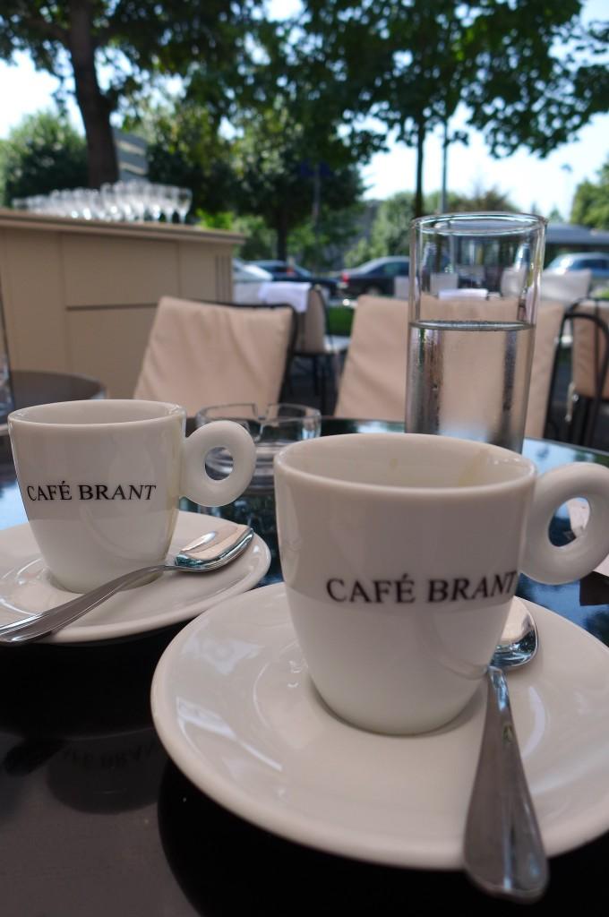 Un café ...ou deux © GP
