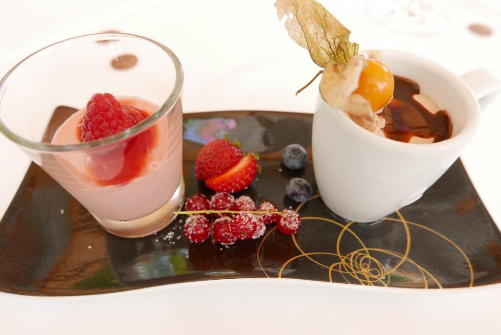 Yaourt aux fraises et glacé café © GP