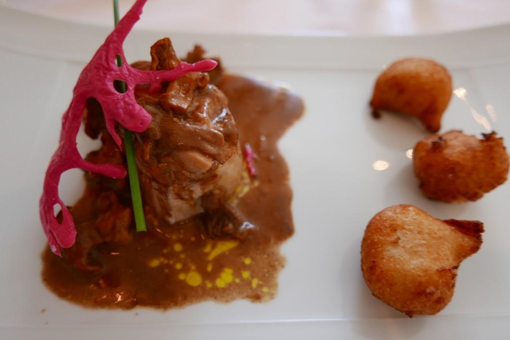 Tournedos de pintadeau au foie gras, pommes dauphine © GP