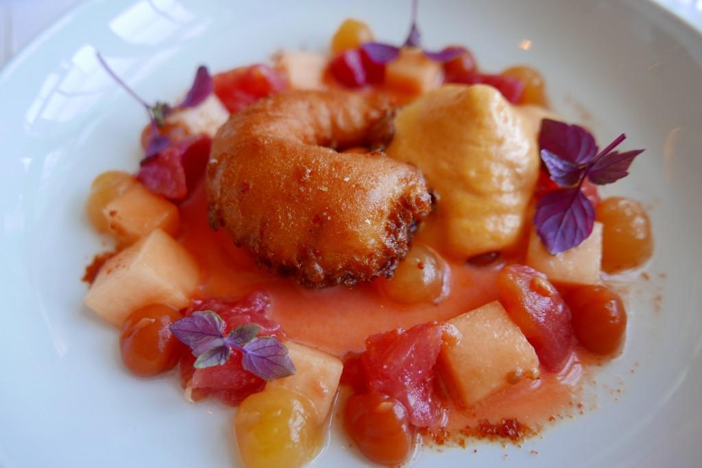 Crevettes en tempura, melon, tomate © GP