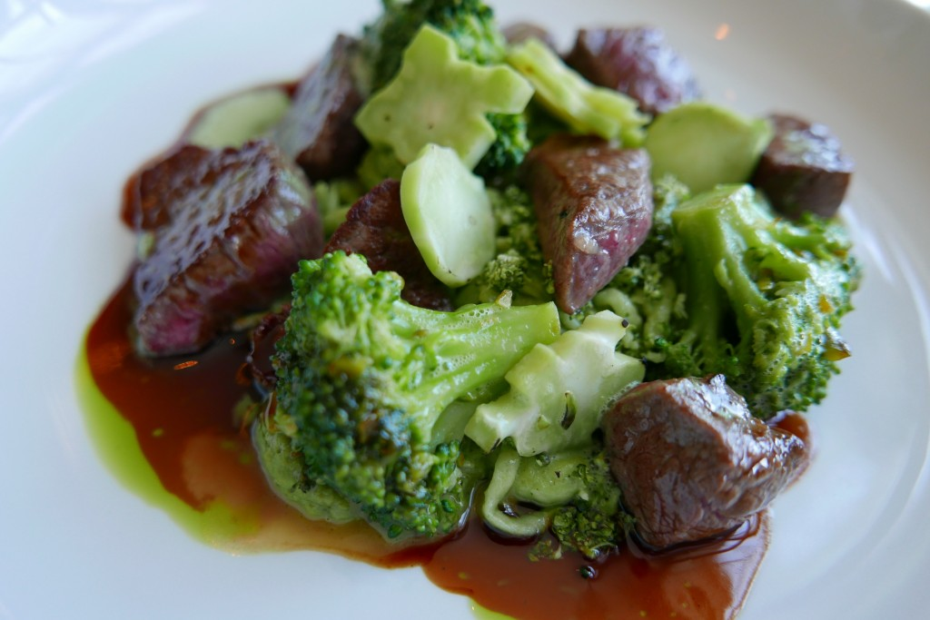 Filet de boeuf émincé, spaetzle au persil, brocolis © GP