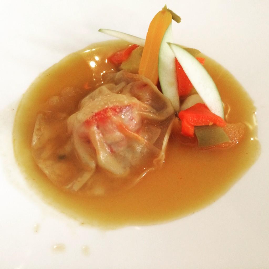 Raviole de homard et bouillon épicé © GP