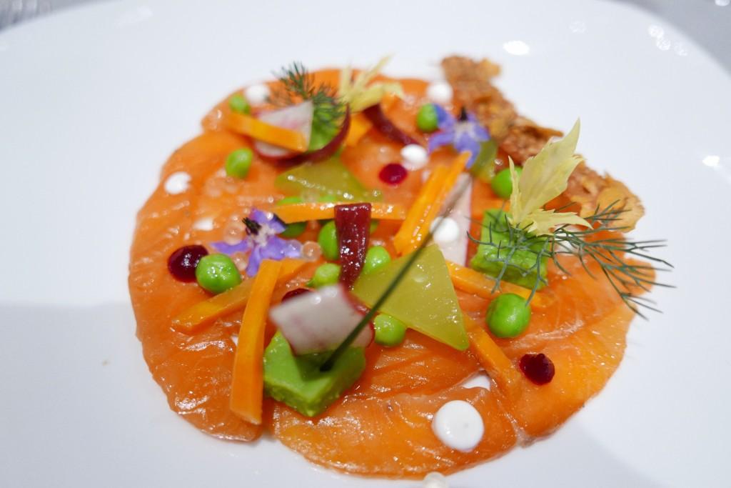 Saumon façon gravlax et légumes en texture © GP