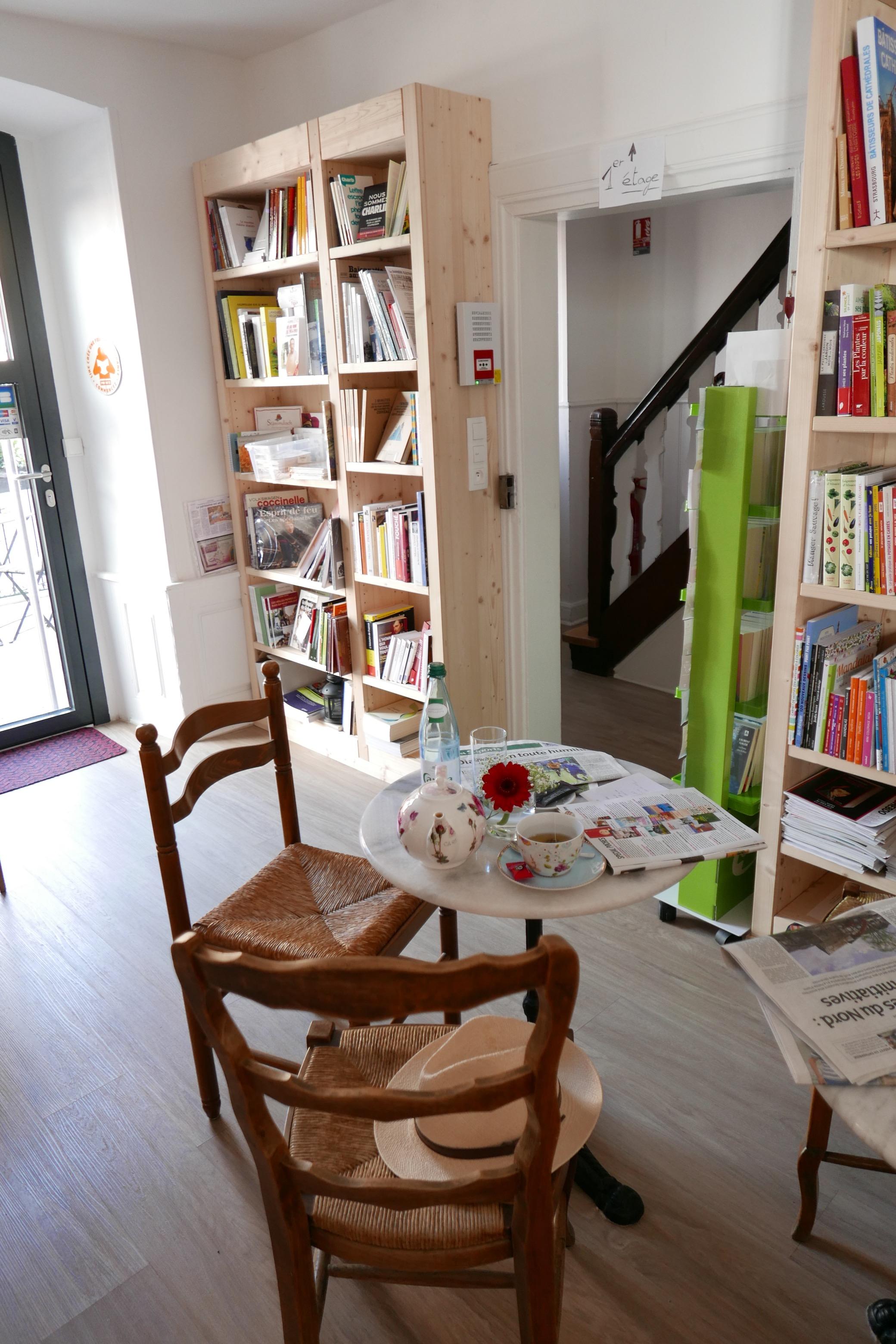 un coin de table. Black Bedroom Furniture Sets. Home Design Ideas