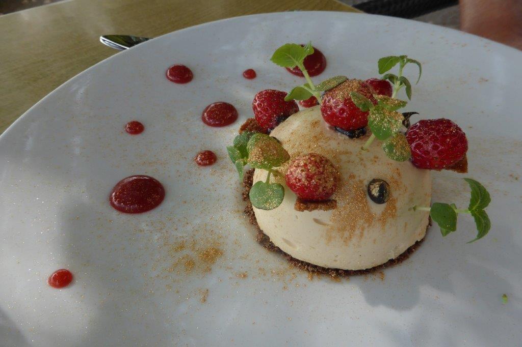 Douceur de lait, fraises de Mouans-Sartoux ©AA