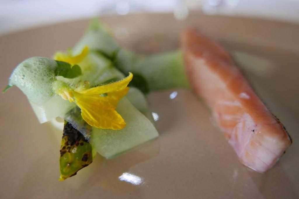 Truite de mer, concombre et verveine © GP